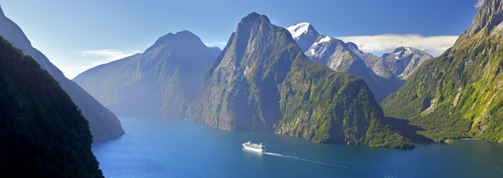 Discover the majestic Milford Sound in Fiordland National Park